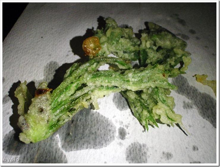 ダッチオーブンで揚げたタラの芽