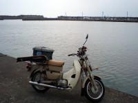 郵政カブと平塚漁港