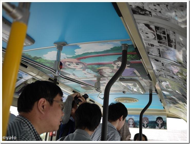 ヤマノススメ ラッピングバス 二期 車内